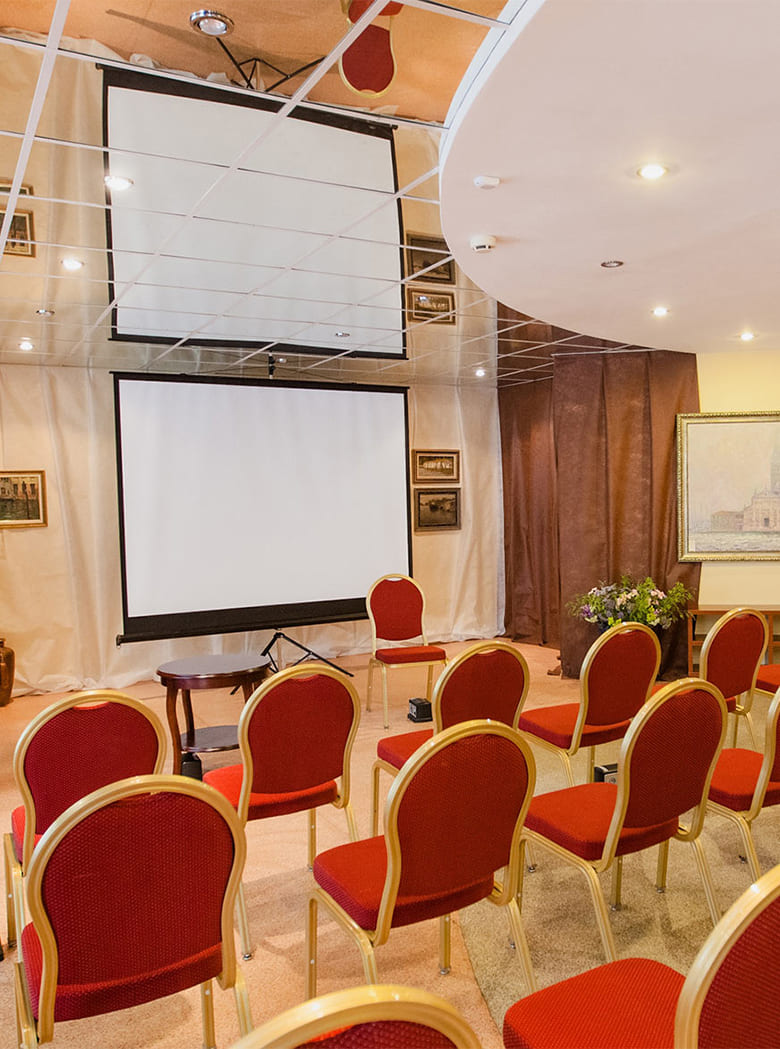 konferenc_zal_galereya_verh